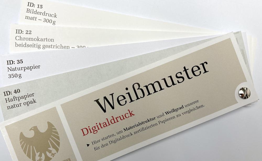 Muster- und Papierfächer mit zertifizierten Papieren für den Digitaldruck